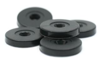 Tag NFC en noir utilisé pour la gestion d'outillage
